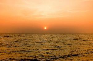 playa y puesta de sol