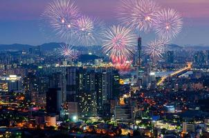 Fuegos artificiales de colores en Seúl, Corea del Sur.