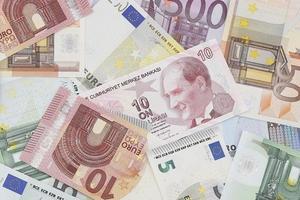 dinero: moneda europea y turca foto