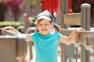 retrato de niña riendo foto