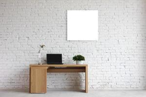um exemplo interessante de um interior de escritório