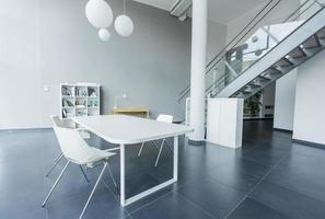 interior de la oficina moderna foto