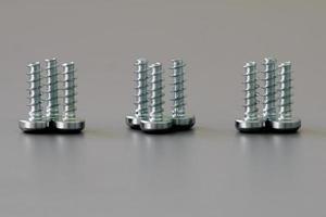 nueve tornillos de cerca foto
