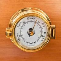 barómetro de yate de cerca foto