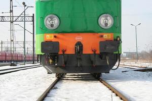 primer plano de la locomotora verde foto