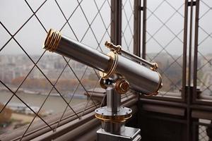 telescopio de la torre eiffel foto