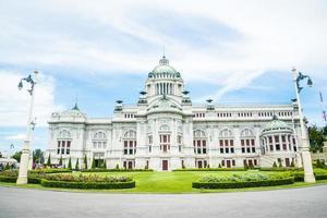 Salón del trono del palacio de Ananta Samakhom en el palacio real tailandés de Dusit.