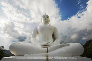 het grote witte standbeeld van Boedha, Thailand