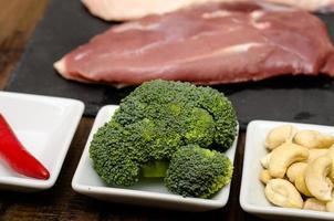 Broccoli and cashew kernels