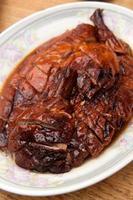 pato asado en rodajas, cocina china de hong kong foto