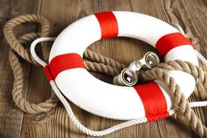 lifebuoy with rope and binoculars skarbt