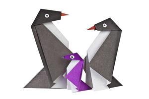 origami. figuras de pingüinos de papel foto