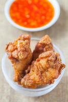 crocante de pollo frito crujiente o muslo de pollo frito foto