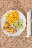 pollo frito macarrones con queso foto