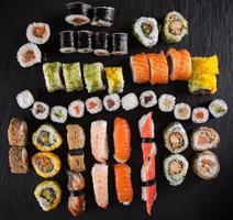 conjunto de sushi de frutos do mar japonês