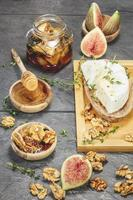 Figs with Honey and Fresh Cheese