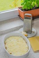 preparación de lasaña a la boloñesa foto