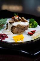 carne asada con hongos