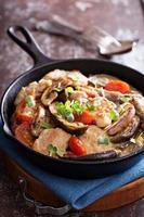 pollo con tomate y berenjena