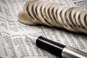 relatório financeiro com moedas