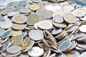 dinero de moneda tailandesa para el intercambio comercial foto