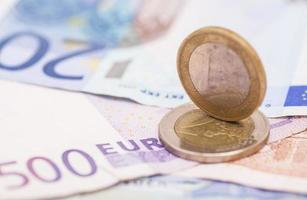 dinero euro monedas y billetes