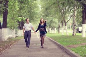 pareja hombre y mujer en la calle foto