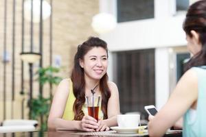 gente asiática en el interior foto