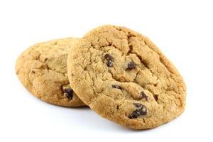 dos galletas con chispas de chocolate foto