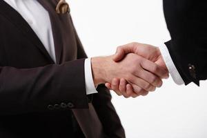 apretón de manos de dos empresarios foto