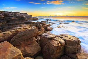Vista del paisaje marino del amanecer. foto