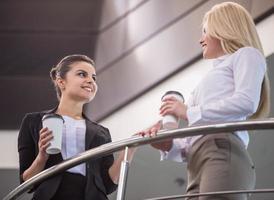 mujeres en los negocios