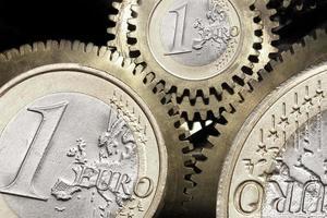 engranajes de monedas de euro foto
