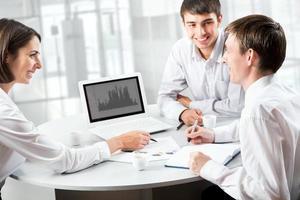 empresários trabalhando na reunião
