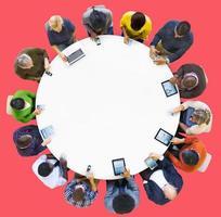 tecnología de dispositivos digitales de comunicación en línea concepto