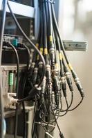 fibra óptica com servidores em um data center de tecnologia