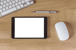 tableta en el escritorio de oficina foto