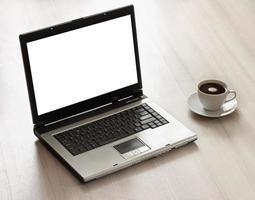 computadora portátil en un escritorio