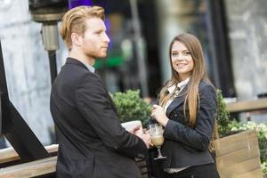 empresarios bebiendo café foto