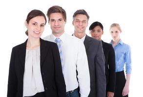 grupo de empresarios de pie foto