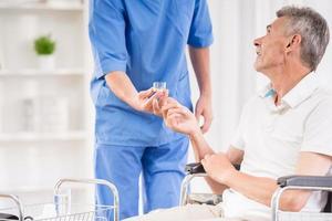 anciano en el hospital