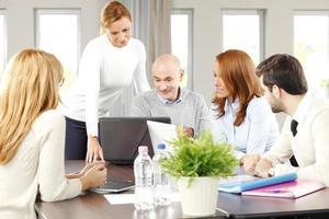 trabalho em equipe no escritório