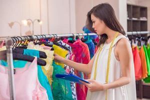 contabilidad de ropa de ingresos foto