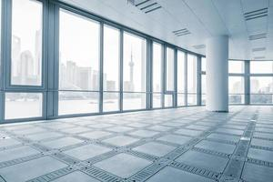 stanza ufficio vuota in edifici per uffici moderni