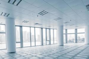sala de escritório vazio em edifícios de escritórios modernos