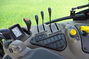 Traktor cabin device, gear