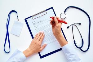 rellenando la tarjeta médica