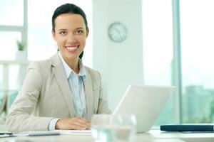secretaria en el trabajo