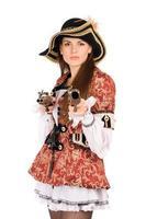 mujer perfecta con armas vestidas de piratas