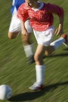 niñas jugando futbol foto